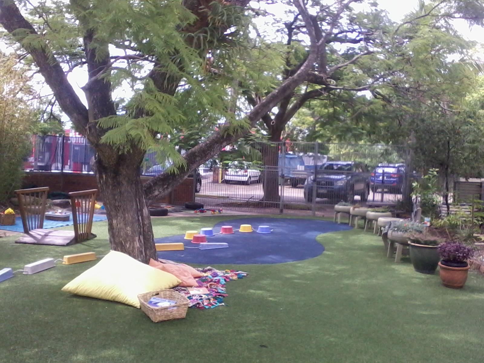 Visita a tres jardines infantiles en brisbane australia for Sala de estar en el patio