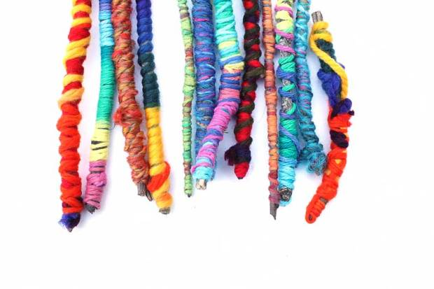 Easy-crafts-for-kids-Yarn-sticks-BABBLE-DABBLE-DO-title-pic2
